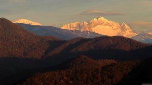 Вид с горы Богомольная, на гору Фишт